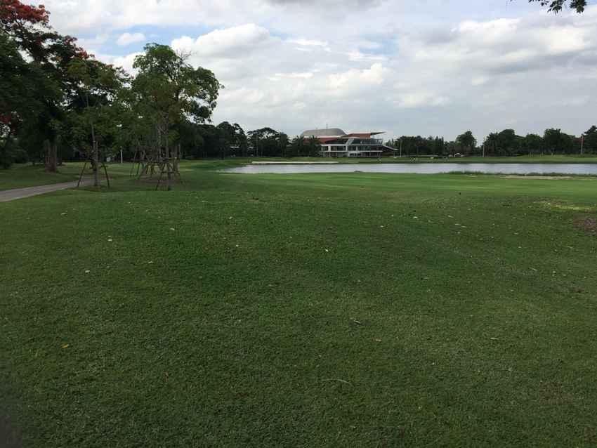 ยืนหนึ่งของนักกอล์ฟสายดูนกที่ The Legacy Golf Club กรุงเทพฯ Booking Teetime กับ golfdd จ่ายเงินที่สนามได้เลย