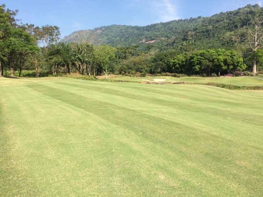 โปรยั่วๆ ท่ามกลางธรรมชาติที่ Royal Hills Golf Resort & Spa นครนายก พร้อม Booking Teetime กับ golfdd จ่ายเงินที่สนามได้เลย
