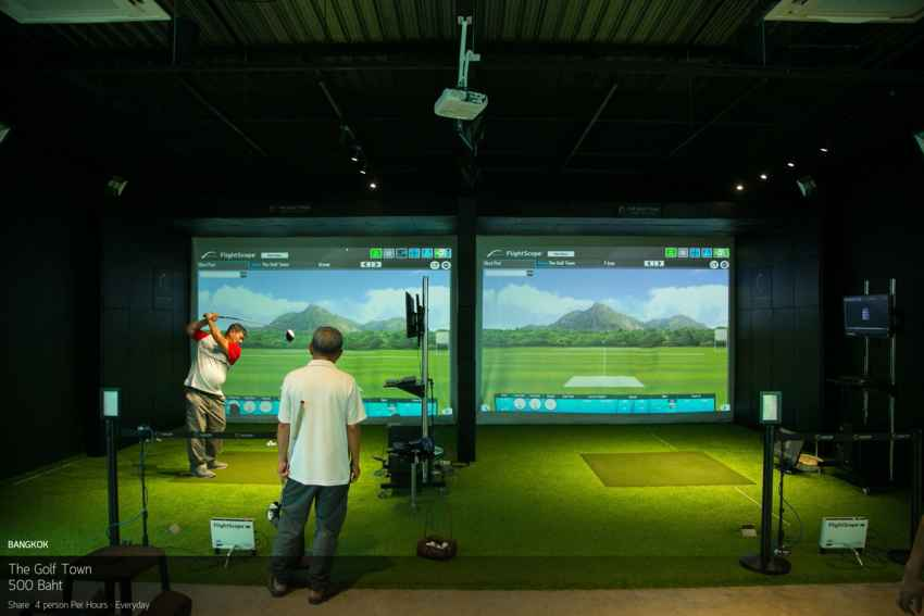 หลบแดดร้อนๆ เข้ามาซ้อมมือที่ The Golf Town (Golf Simulator)
