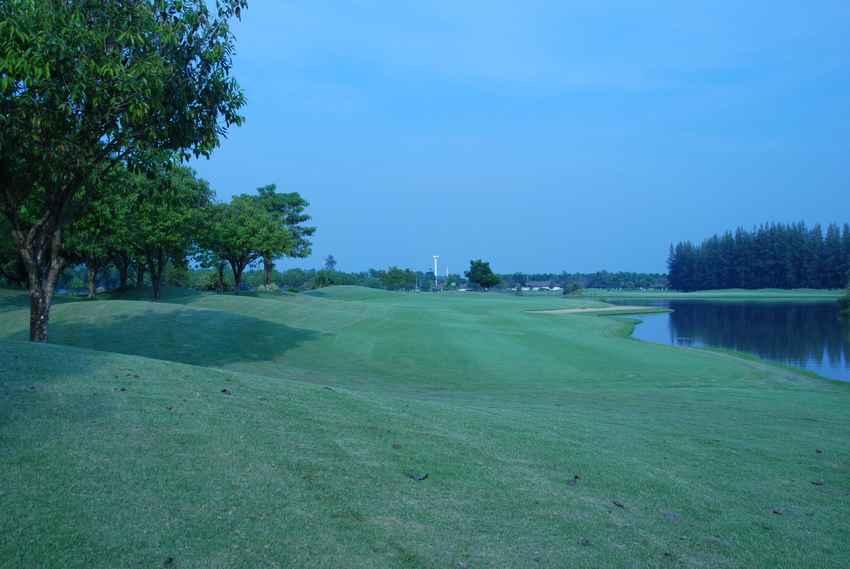สนามถูกใจ อยู่ในเมืองกรุง The Pine Golf & Lodge