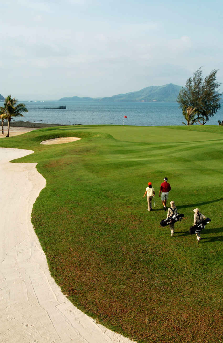 ตีกอล์ฟบนเกาะสวรรค์ Mission Hills Phuket Golf Resort